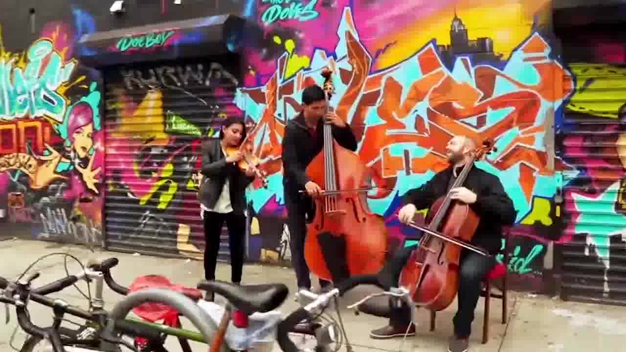 موزیک ویدئوی شاد  از گروه Simply Three
