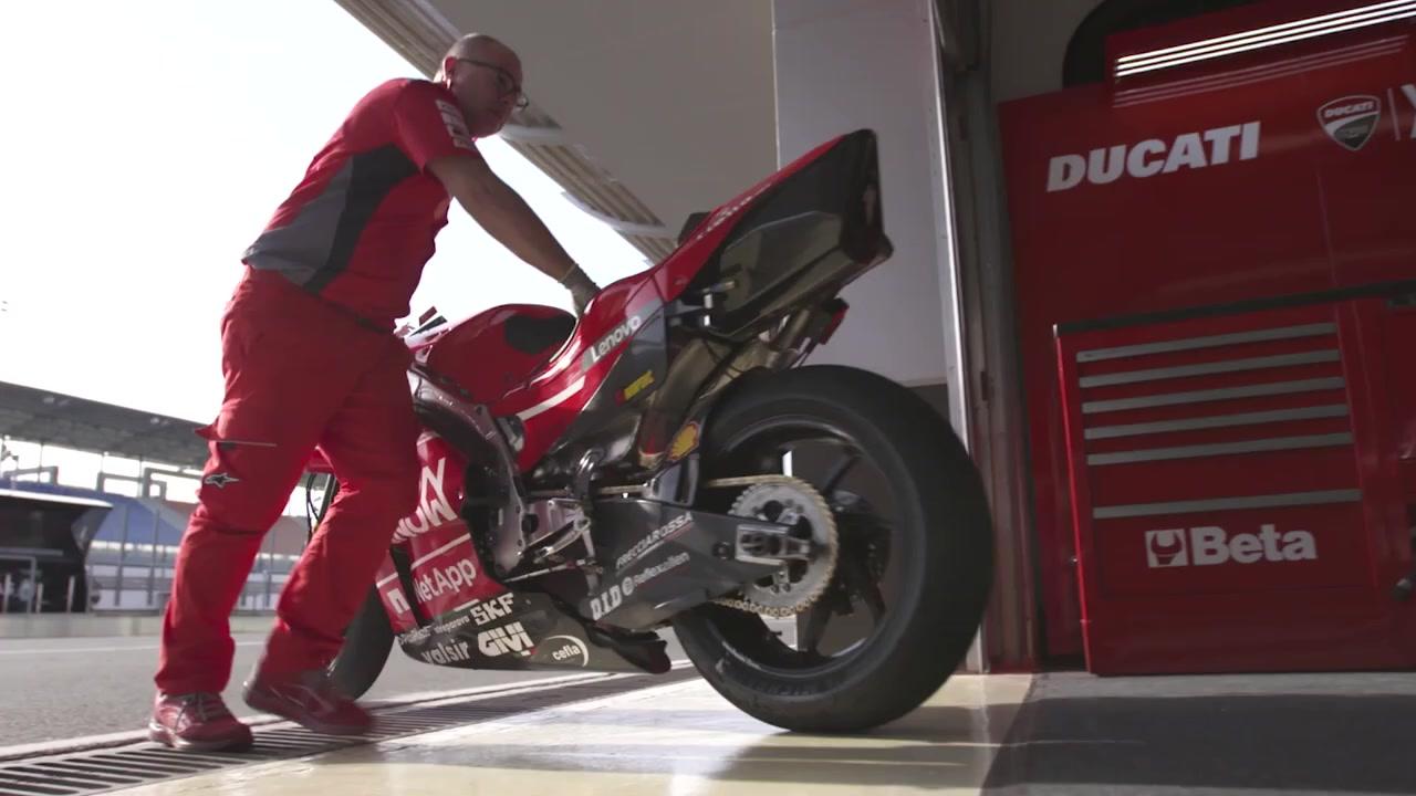 یک موتورسیکلت مسابقه ای حاصل همکاری دوکاتی و لنوو