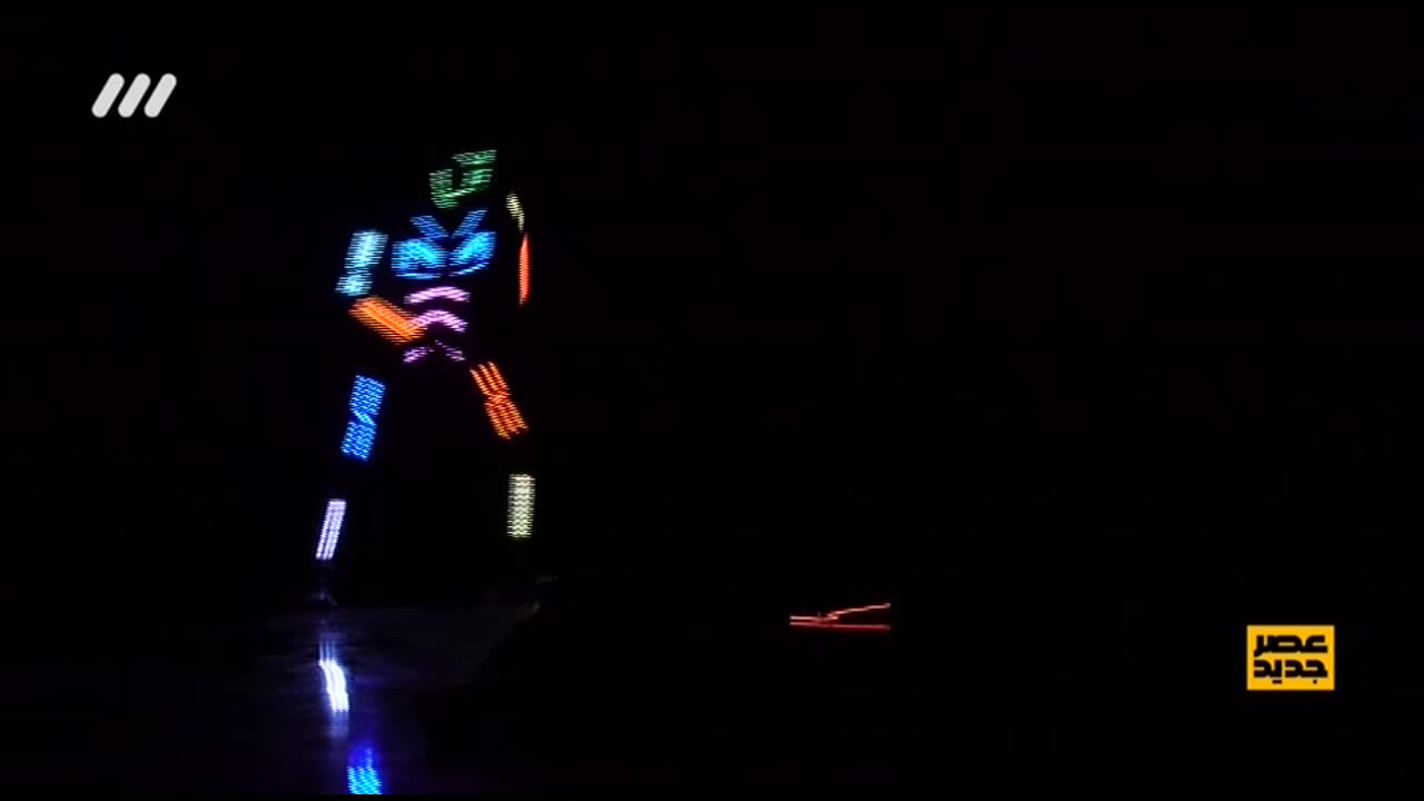 قسمت دهم مرحله دوم عصر جدید؛ نمایش نور و رنگ و لیزر در اجرای گروه پایتخت